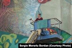 Corina Nani la înălțime într-o lucrare de Street Art de mari dimensiuni