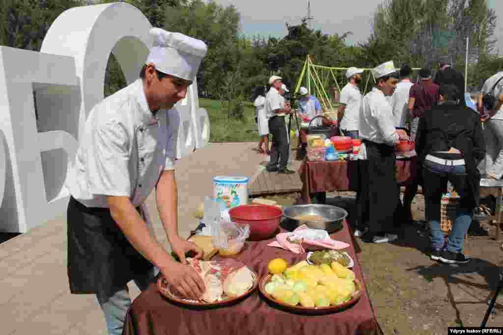 Фестивалдын урааны «Азия элдеринин достугу» деп аталды.