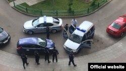 Ոստիկանները Նավալնիի տան մոտ, 12-ը հունիսի, 2017թ.
