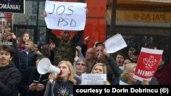 Protestele de la Iași, pentru care PSD a adus fanfara să le acopere, au adunat sute de oameni de la mai multe asociații civice