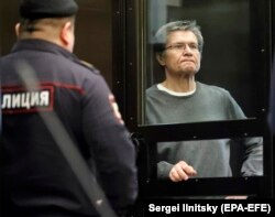 Bivši ministar za ekonomski razvoj Aleksej Uljukajev u staklenom kavezu za optužene u sudnici u Moskvi, u aprilu 2018. godine.