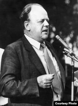 Станіслаў Шушкевіч, старшыня Вярхоўнага савету