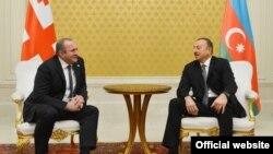Президенты Грузии и Азербайджана Георгий Маргвелашвили (слева) и Ильхам Алиев (справа)