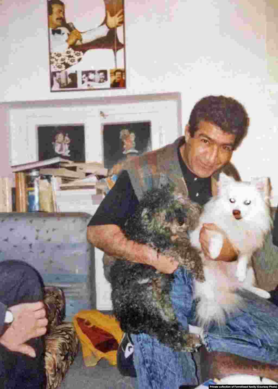 برفی و سیاه، سگهای فریدون فرخزاد، در آغوش مهرداد فرخزاد در خانه فریدون