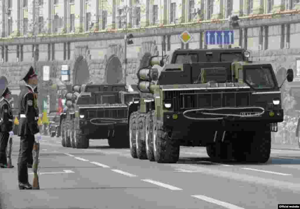 Військовий парад з нагоди Дня Незалежності 24 серпня 2008 року в Києві (фото з офіційного сайта Президента України) - Парад День Незалежності 7