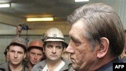 Президент Юшенко бо ангиштканони Засядко. 19 ноябр