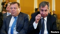 Petr Aven (right) and Mikhail Fridman have filed a defamation suit in the United States (file photo).