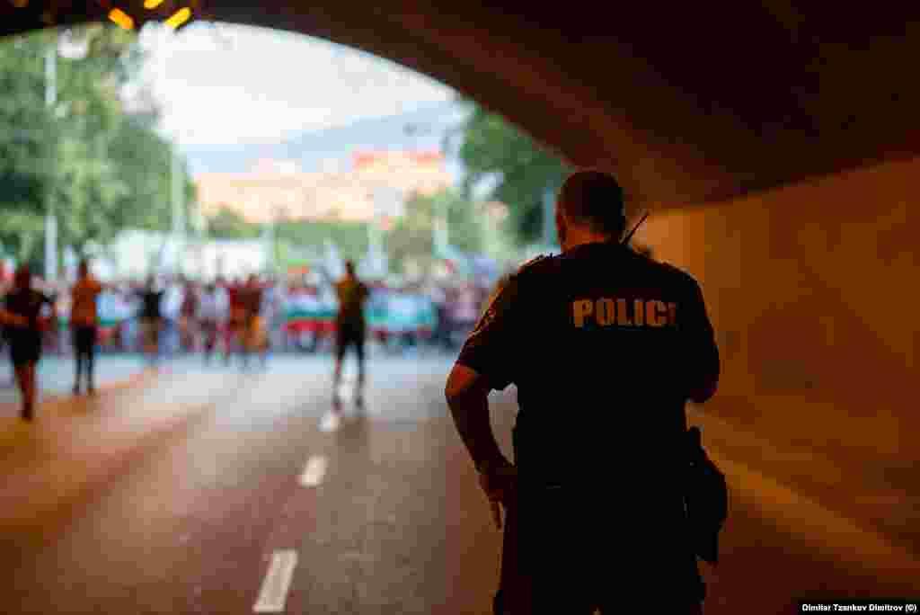 Последната точка на демонстрантите во Пловдив беше зградата на обвинителството.