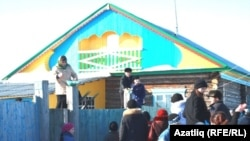 Тубыл районының Ләчек авылында көлцән чәчәләр