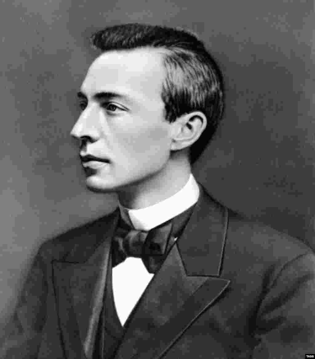 Rachmnaninoff in 1901. The premiere of his first symphony in 1897 was poorly received, causing the young composer to sink into depression for several years.