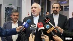 محمد جواد ظریف میگوید، اتحادیه اروپا و بقیه اعضای جامعه بین المللی این توان را نداشتند که در برابر فشار آمریکا ایستادگی کنند.