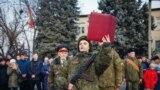 Tânăr recrut în armata transnistreană nerecunoscută depune jurământul de credință la Tiraspol