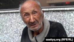 Үйсіз-күйсіз өмір сүріп жатқан Мұрат Нұраханов. Алматы, 18 қазан 2012 жыл.