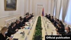 Baş nazir N.Paşinyan Yerevanda Rusiya nümayəndə heyətini qəbul edir. 21 noyabr 2020