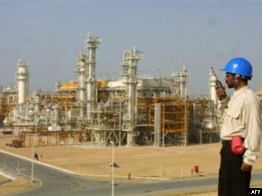 نمایی از تاسیسات گازی پارس جنوبی (عکس تزیینی است)