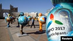 Скульптуры, представляющие страны — участницы ЭКСПО-2017. Астана.