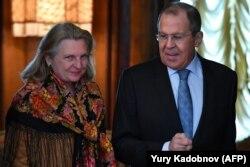 Karin Kneissl és Szergej Lavrov orosz külügyminiszter Moszkvában 2019. március 12-én.