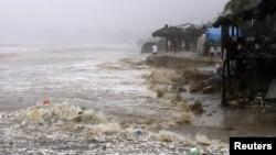 Мексика - Один из затопленных пляжей Акапулько, 15 сентября 2013 г․