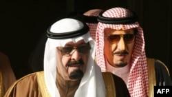 Saudijski kralj Abdulah, (L), koji je preminuo u noći sa četvrtka na petak i njegov brat Salman (D), koji ga je naslijedio, na snimku iz 2007. godine.