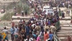 Iraqis Fleeing Ramadi Stream Across Bridge Into Baghdad