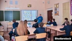 Урок в российской школе (иллюстративное фото)