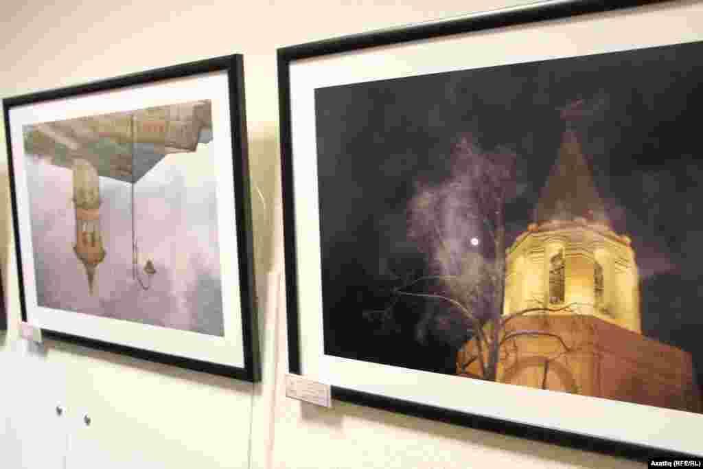 Апанай мәчетенең асфальт суында чагылышы һәм Казан Кирмәне фотосы