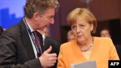 Ангела Меркель и ее советник Кристоф Хойсген.