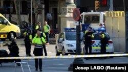 Поліція і медики на місці нападу в Барселоні