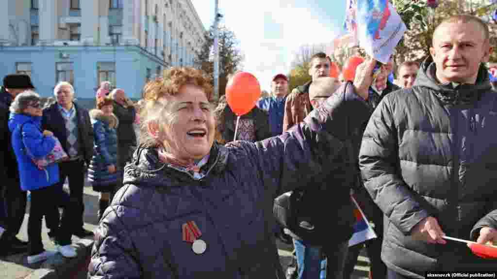 «День народного единства» России отмечали в Симферополе, 4 ноября «День народного единства» празднуется в России с 2005 года. Инициатива введения данного праздника принадлежала Межрелигиозному совету России.