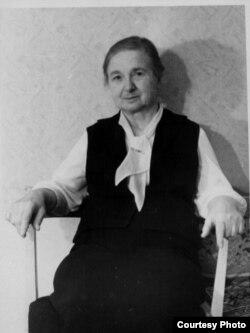 Ларыса Язэпаўна Гарэцкая, маці Радзіма і Ўсяслава. Мінск, 1980 г.