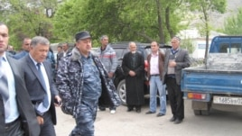 Раҳмоналӣ Амиров ба дидори ворухиён омад.