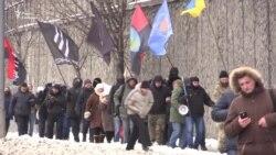 Российское консульство в Киеве забросали яйцами (видео)