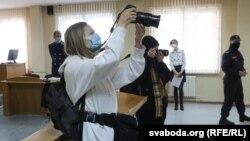 Журналісты недзяржаўных СМІ падчас працы ў судах, ілюстрацыйнае фота