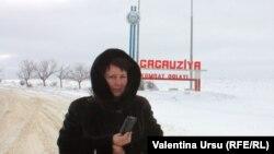 Valentina Ursu luînd pulsul actualității la Comrat