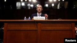 Марк Цукерберг отвечает на вопросы американских сенаторов
