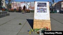 Pianul, cățelul și burjuika de pe Euromaidanul din Cernăuți