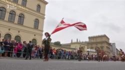 Дірндлі та лендерхозени: у Мюнхені провели святковий парад з нагоди «Октоберфесту» (відео)