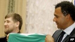 В феврале 2011-го Рамзан Кадыров (слева) был вполне доволен тренером Руудом Гуллитом