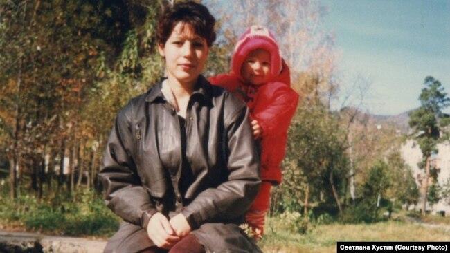 Инна Жолобова с сыном. Из семейного архива