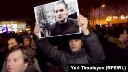 Вместо митинга в поддержку Удальцова его сторонники проводят встречу с депутатом Ильей Пономаревым. Тоже в поддержку Удальцова