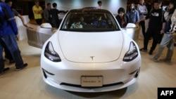 Графічним дизайнером можна бути у різних сферах, як варіант – в компанії Tesla