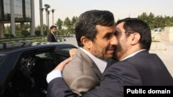 روبوسی سعید مرتضوی با محمود احمدینژاد