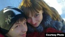 Павел Барсуков (слева) и Анастасия Сазонова (справа). Семей, январь 2012 года. Фото Алексея Барсукова.