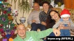 Отказавшаяся от российских паспортов семья Куртумеровых
