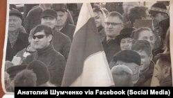 Фота Анатоля Шумчанкі на Дні волі, прадстаўленае ў судзе
