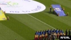 بدنبال مرگ یک پلیس در آشوب های روز جمعه گذشته فوتبال ایتالیا تمام مسابقه های فوتبال در ایتالیا به حالت تعلیق در آمد.