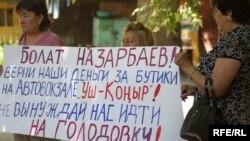 Кәсіпкерлер наразылық акциясын өткізіп тұр. Алматы, 10 маусым 2010 жыл.