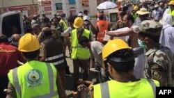 Մեքքա, փրկարարները փորձում են օգնել հրմշտոցից հետո ողջ մնացածներին, 24-ը սեպտեմբերի, 2015թ․