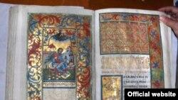 Фото сторінок Пересопницького Євангелія (оригінал). (Фото з сайту http://peresopnytske.org.ua)
