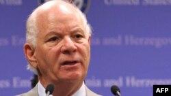 Aмериканскиot сенатор Бенјамин Кардин(демократ од Мериленд).